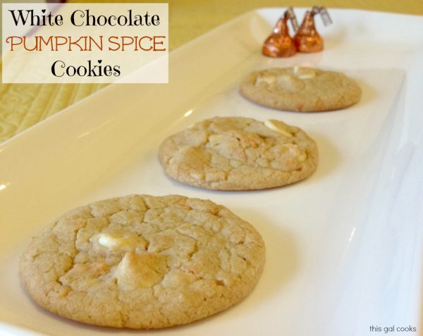 Just in time for fall! These White Chocolate Pumpkin Spice Cookies are ...