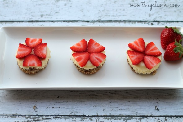 mini cheesecakes with peacan almond crust2wm