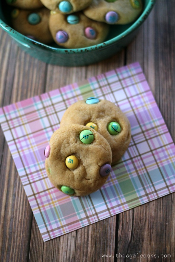 M&M Easter Cookies - This Gal Cooks #dessert #cookie #easter
