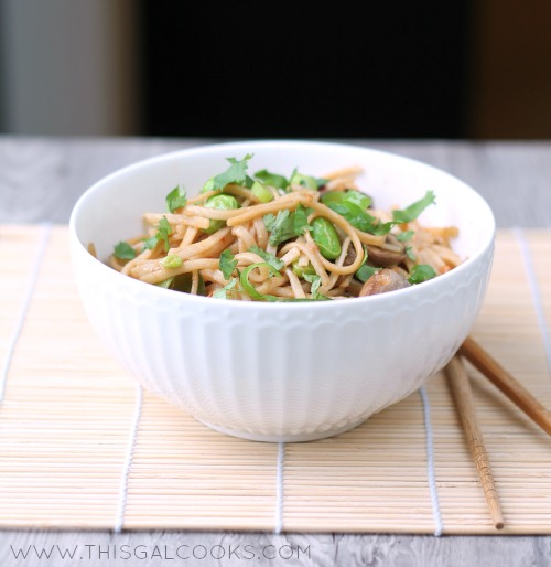 Vegetable Stir Fry Lo Mein from www.thisgalcooks.com #lomein #vegetarian 3WM