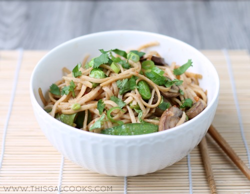 Vegetable Stir Fry Lo Mein from www.thisgalcooks.com #lomein #vegetarian 4WM