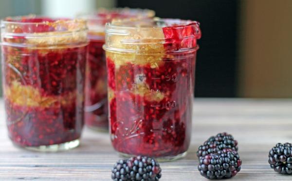 Blackberry Crisp in a Jar from www.thisgalcooks.com #blackberries #fruitcrisp #jarrecipes