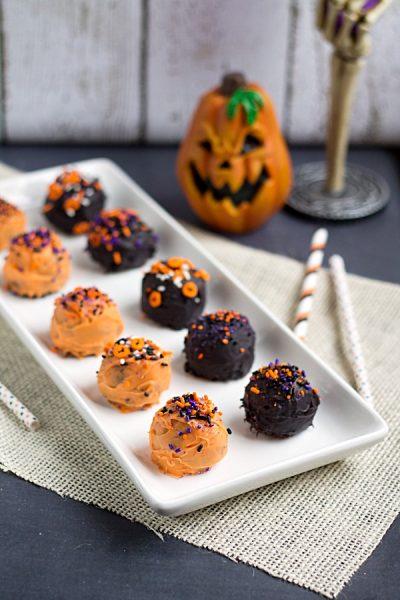 Halloween Brownie Truffles from www.thisgalcooks.com #halloween #brownies #truffles