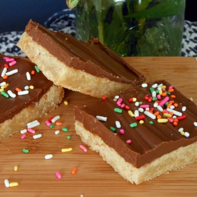 Our Most viewed link was these Twix Cookie Bars by My Cookie Clinic