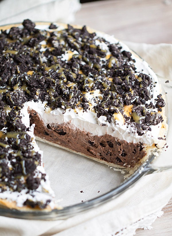 Cookies and Cream Chocolate Pudding Pie | This Gal Cooks