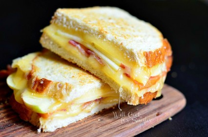 Apple-Bacon-Gouda-Grilled-Cheese-1-c-willcookforsmiles.com-apple-bacon-sandwich