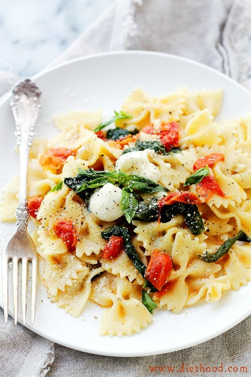 One-Pot-Caprese-Pasta-Recipe-Dinner-from-Diethood