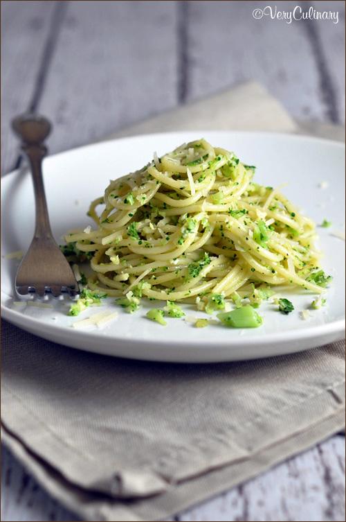 Spaghetti-with-Broccoli-Pesto-vertical-blog