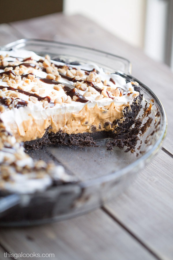 My new FAVORITE pudding pie - Butterscotch Toffee Pudding Pie| This Gal Cooks