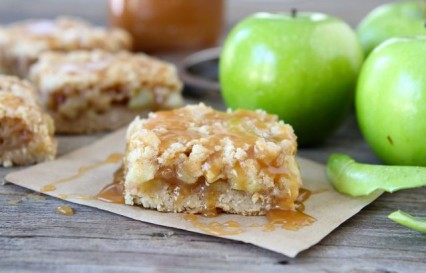 salted-caramel-apple-crumb-bars1