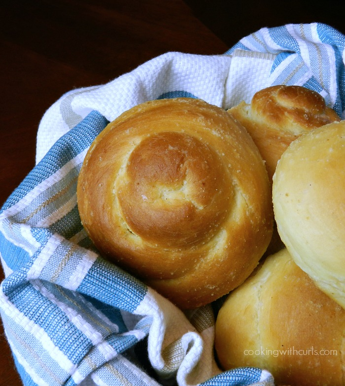 Soft-delicious-Garlic-Dinner-Rolls-cookingwithcurls.com_