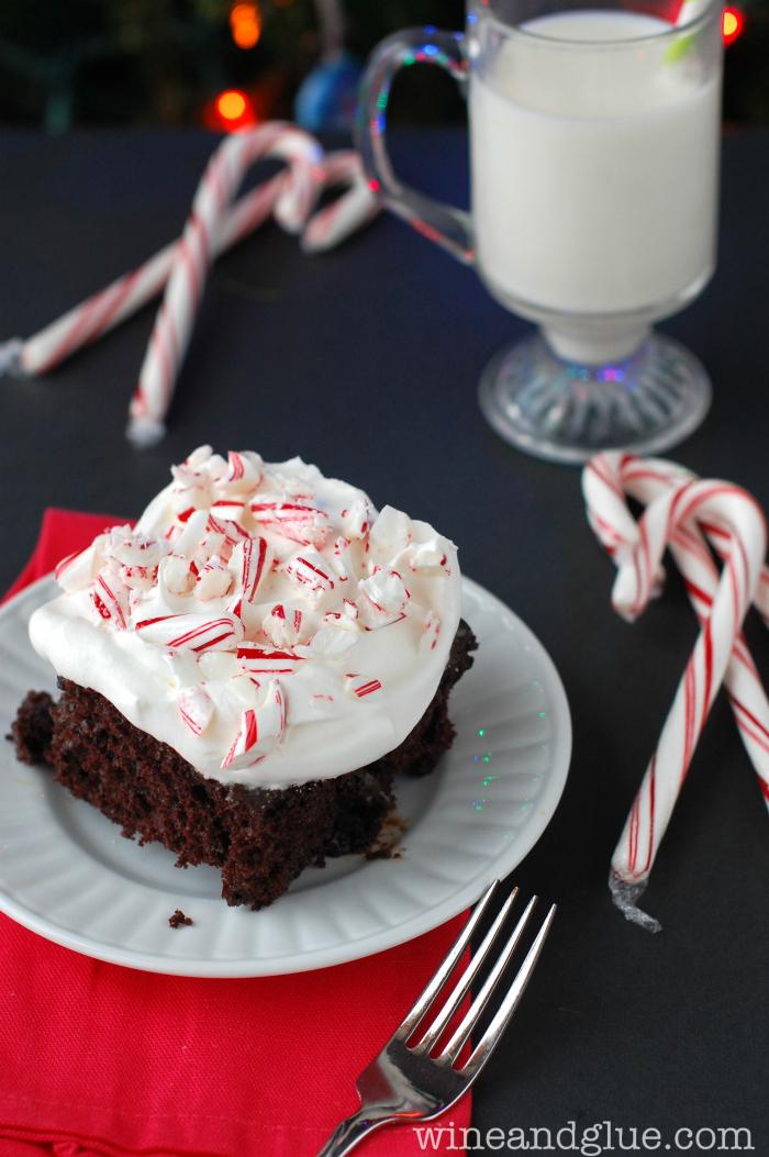 peppermint_chocolate_poke_cake5