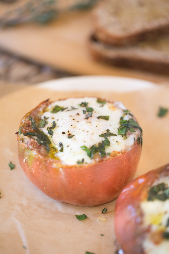 Heirloom tomatoes with baked eggs are a simple and nutritious vegetarian breakfast option. Ready in 20 minutes. Only 130 calories per serving.