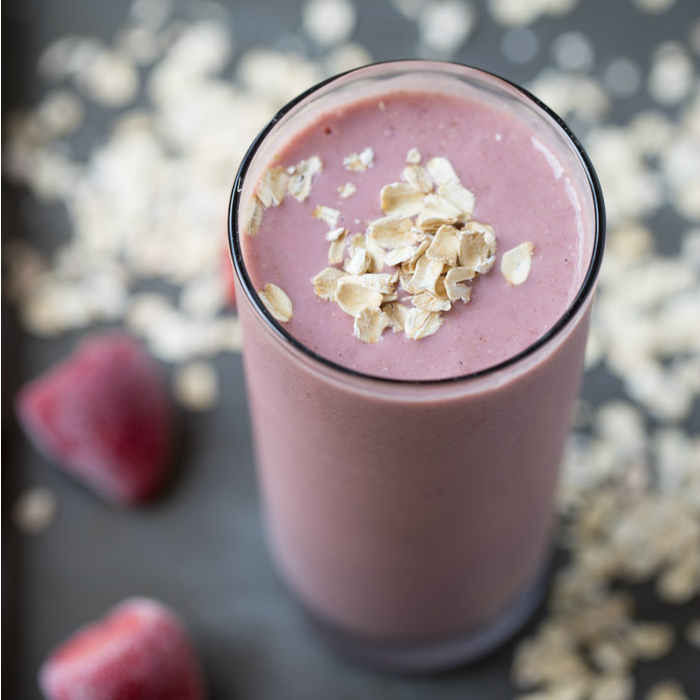 A drinkable breakfast: Strawberry Banana Oatmeal Protein Smoothie | This Gal Cooks