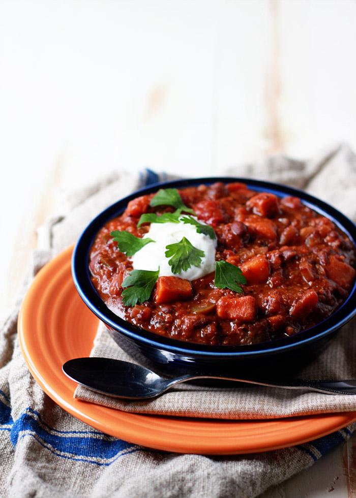 slow-cooker-quinoa-sweet-potato-and-black-bean-chili2