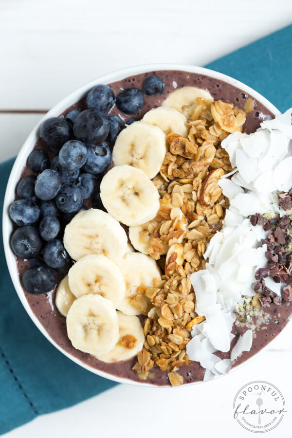 Blueberry-Crunch-Acai-Bowl_0555