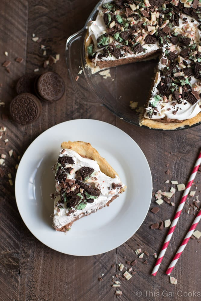 This creamy, minty, mint chocolate pudding pie offers everything you'd expect from a Christmas pudding pie. Silky, smooth, easy to make and bursting with flavors that everyone loves.