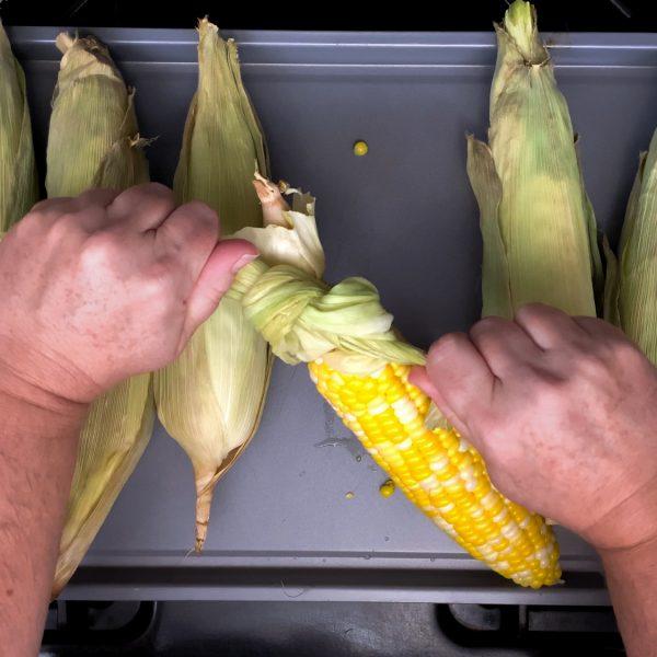 pull-corn-husks-tightly