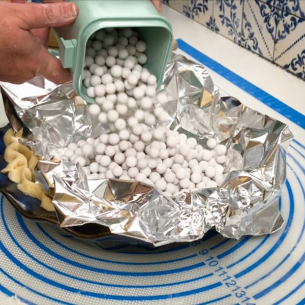 pour_ceramic_pie_weights