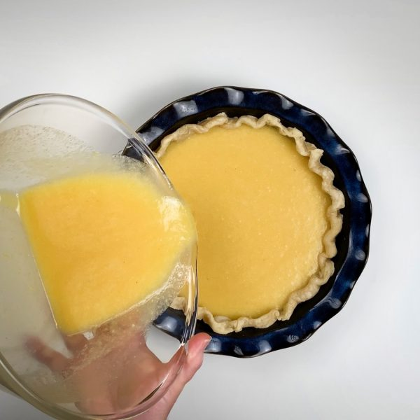 pour_pie_filling_into_crust